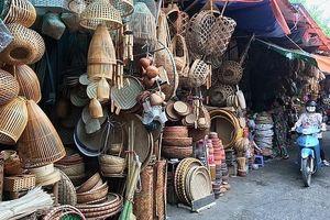 Tìm đến chợ bán những vật dụng mà giới trẻ Thủ đô không thể biết hết tên gọi