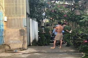 Người đàn ông gục chết trước nhà dân nghi bị trúng đạn