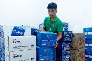 Hàng nghìn lốc nước đóng chai được Saigon Co.op huy động phục vụ người dân Hà Nội