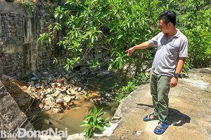 Sớm khai thông suối dưới cầu Tân Trạch