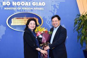 Nữ Đại sứ Đoàn Thị Xuân Hiền và 'món quà ba năm' giá trị nhất cuộc đời
