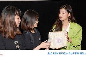 Hoàng Yến Chibi xinh đẹp rạng rỡ, cùng fan xem 'Thất sơn tâm linh'