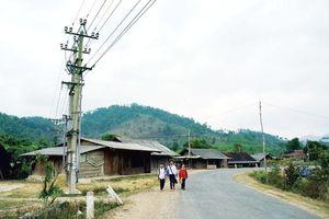 Còn 1.422 thôn bản vùng dân tộc miền núi chưa có điện, phải dùng dầu thắp sáng