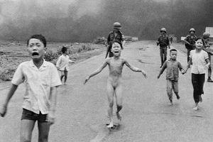 'Em bé Napalm' đứng đầu danh sách những bức ảnh gây chấn động thế giới trong nửa thế kỷ qua