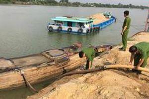 Bình Phước: Tạm giữ 3 tàu khai thác cát trái phép