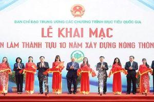 Thủ tướng tham dự Triển lãm thành tựu 10 năm xây dựng nông thôn mới