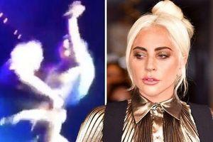 Ca sĩ Lady Gaga bị tai nạn khi đang biểu diễn