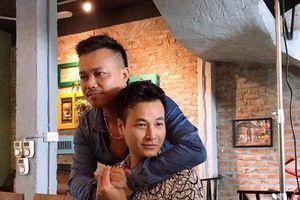 Đạo diễn Nguyễn Love nói về tin đồn 'yêu' diễn viên Anh Đức của 'Người phán xử'