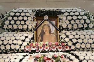 Rò rỉ ảnh thờ Sulli, hình Victoria f(x) và lẵng hoa kèm lời nhắn của Yunho (DBSK) tại tang lễ