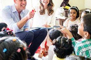 Đã lâu rồi Hoàng tử William mới cười rạng rỡ và nắm tay vợ ngọt ngào như thế này
