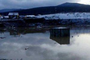 Vỡ đập ở Nga nhấn chìm hai nhà tập thể khiến 11 người chết