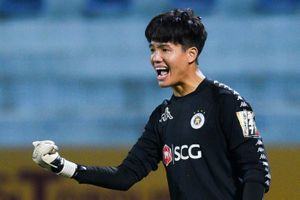 Phí Minh Long liên tục cản phá ở trận đầu tiên ra sân mùa này