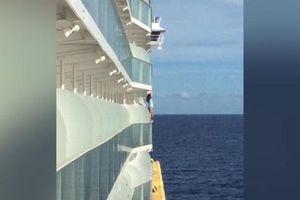 Bị cấm đặt chân lên du thuyền cả đời vì 'tự sướng'