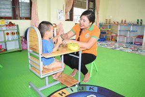 Cô giáo mầm non có tấm lòng nhân hậu, giúp đỡ học sinh nghèo