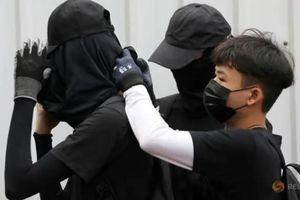 Trung Quốc cấm vận chuyển trang phục áo đen sang Hồng Kông