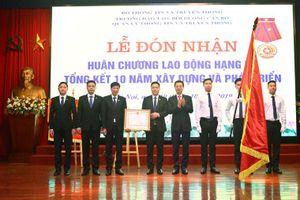 Trường Đào tạo cán bộ TT&TT đón nhận Huân chương Lao động hạng Ba