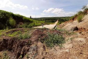 Gia Lai: Không có đường dẫn, cầu 16 tỷ mới xây chỉ để... ngắm