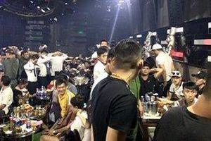 Phát hiện hàng chục 'nam thanh nữ tú' dương tính ma túy trong quán bar ở Sài Gòn