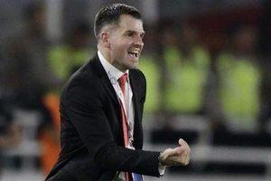 Lộ lý do Liên đoàn bóng đá Indonesia không dám sa thải HLV Simon McMenemy