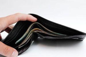 Khen thưởng nữ sinh nhặt được ví tiền trả người đánh mất