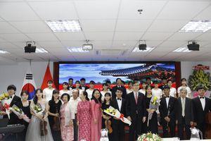 Kỉ niệm 4351 năm Ngày lập quốc Đại Hàn Dân Quốc: thành lập chi hội mới, trao học bổng cho sinh viên
