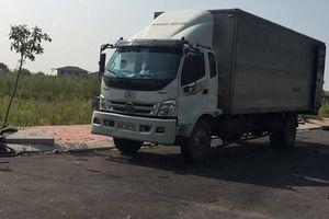 Đã thu giữ chiếc xe tải đổ dầu thải 'đầu độc' nguồn nước sạch Sông Đà