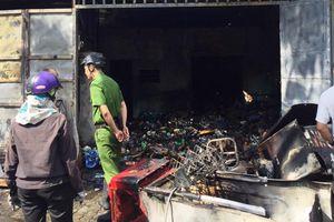 Tiệm tạp hóa bị cháy rụi, hàng xóm khiêng đồ vì sợ cháy lan