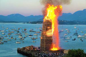 Lễ hội đốt tháp lửa cao nhất thế giới