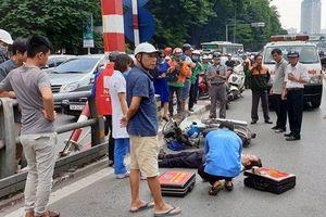 Hà Nội: Đâm vào trụ cầu vượt, người đàn ông đi xe máy tử vong