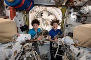 NASA làm nên lịch sử với tàu vũ trụ toàn phi hành gia nữ đầu tiên trên thế giới
