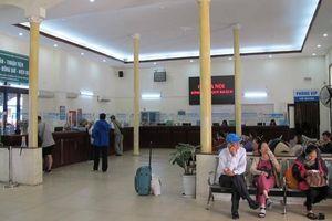 Ga Hà Nội vắng hoe ngày đầu đường sắt mở bán vé tàu Tết