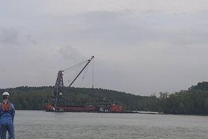 Triển khai phương án trục vớt tàu container chìm trên sông Lòng Tàu