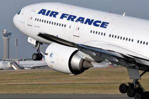 Máy bay Air France chở 323 người phải hạ cánh khẩn cấp