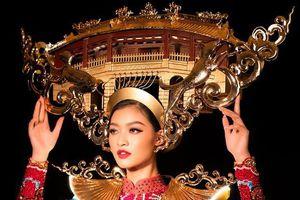 Á hậu Kiều Loan đội mấn chùa Cầu, áo gắn 2.000 bóng đèn led