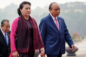 Đại biểu viếng Chủ tịch Hồ Chí Minh ngày khai mạc kỳ họp Quốc hội