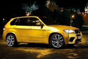 BMW X5 M dát vàng bị cảnh sát chặn lại vì quá đẹp