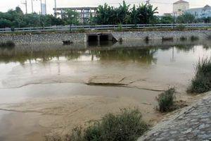 Làm rõ việc xả bùn thải ra hồ điều hòa Cửa Nam