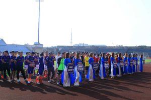 Thanh niên Hà Nam tranh tài bóng đá
