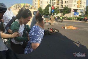 Vợ khóc ngất nhận xác chồng bị xe rước học sinh cán chết ở Sài Gòn