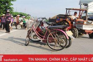 Xã bất lực nhìn dân họp chợ ngay giữa đường ở Nghi Xuân
