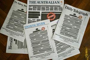 Báo chí Australia đồng loạt bôi đen trang bìa để phản đối chính phủ
