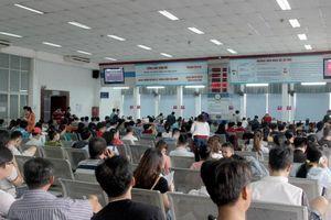 Hàng nghìn người dân đến ga Sài Gòn mua vé tàu Tết