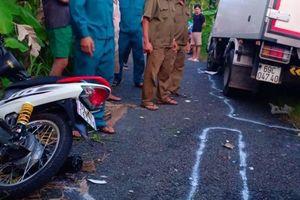 Xe máy va chạm xe tải, một thanh niên tử vong