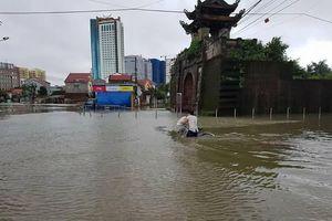 Thiệt hại nặng nề sau ngập lụt lịch sử ở thành phố Vinh