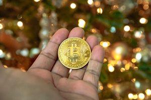 Bitcoin trở lại mốc 8.000, nhà đầu tư vẫn ôm đầu lo lắng
