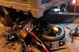 Nam thanh niên đi mô tô tử vong sau khi va chạm với xe tải