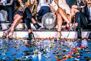 Thói truy hoan với tiệc sex và sự keo kiệt khó tin của giới siêu giàu