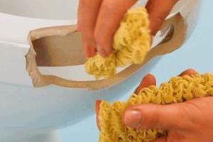 Mẹo dùng gạo, mì tôm hàn vết nứt trên bồn cầu, bàn ghế
