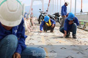 Cận cảnh cầu dây võng 1.000 tỷ dài nhất Việt Nam phải thay mặt đường.