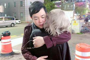 Showbiz 22/10: Lộ ảnh Quang Lê thân mật với vợ cũ của Hồ Quang Hiếu